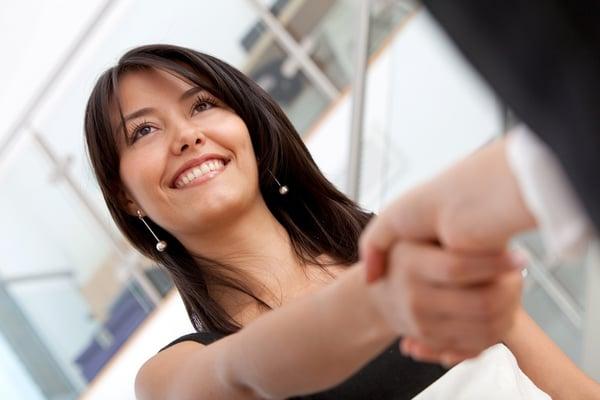 Atención-al-cliente-digital-o-humana-cuál-es-mejor-para-tus-clientes